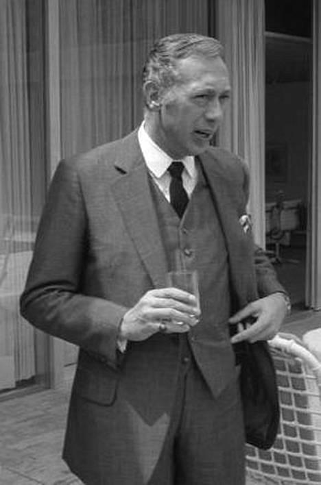 Näyttelijä Horst Tappert vaikeni SS-taustastaan. Kantakorttitietojen mukaan hän palveli Totenkopf-divisioonassa.