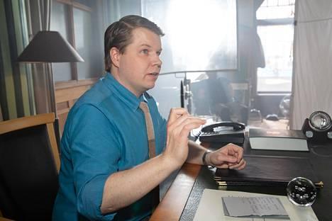 Tuntematon sotilas -elokuvassa Vanhalaa näytellyt Hannes Suominen on yksi elokuvan näyttelijöistä.