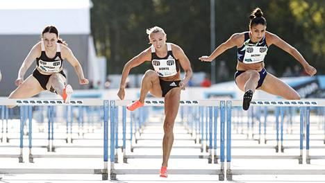 Annimari Korte aitoi 100 metriä maailman kärkiaikaan 12,81 Espoon Teemakisoissa.