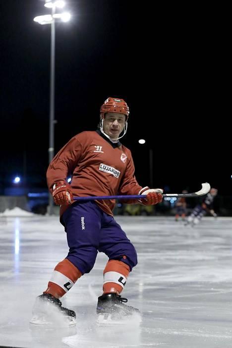 Porin Narukerän 46-vuotias Rinat Shamsutov kuuluu kansainvälisen jääpallon kaikkien aikojen suurimpiin nimiin. Hän on syyskaudella tehnyt kuudessa ottelussa 4+8=12 pistettä.