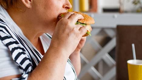 Prosessoitu ruoka ja siihen yleensä runsaasti sisältyvä kova, tyydyttynyt rasva sekä nopeat hiilihydraatit edistävät sisäelinrasvan määrää, maksan rasvoittumista sekä insuliiniresistenssiä.
