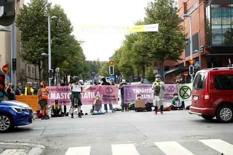Elokapinen mielenilmaus katkaisi liikenteen Tampereen keskustassa elokuussa.
