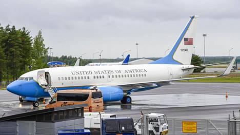 Lentokone USA 90540 laskeutui Turun lentokentälle tiistaina.