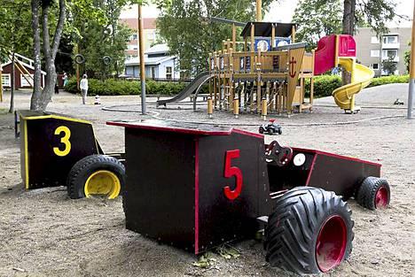 Ilmainen monipuolinen leikkipuisto on paikallisten suosiossa. Ulkolelut ja heinäkuussa päivittäin järjestettävä tarinatuokio ja muu ohjelma ovat käytössä ilmaiseksi ja muutamalla eurolla voi osallistua erilaisiin työpajoihin. Perjantaisin puistossa kuumenee myös grilli, johon voi ottaa vaikka omat eväät.