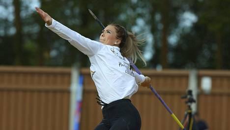 Julia Valtanen paransi ennätystään yli kolme metriä.