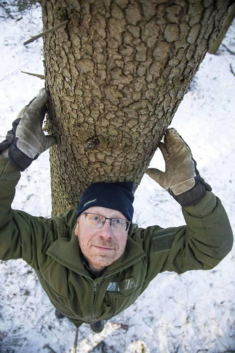 Metsän nykyinen omistaja Pasi Jaakkonen.