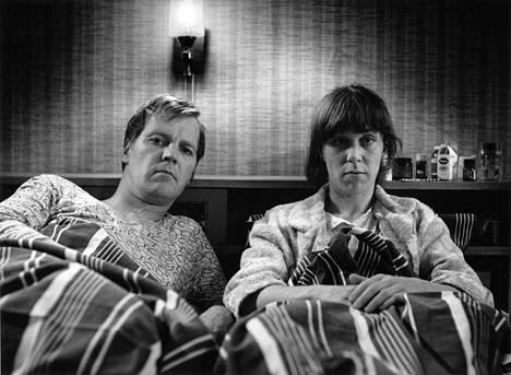 Ilmari Saarelainen ja Tuija Ernamo näyttelivät kolmikymppisiä sisaruksia TV2:lla esitetyssä menestyssarjassa Sisko ja sen veli (1986). Sarjan vammaisuutta käsitellyt jakso sai kunniamaininnan Montreux'n Kultainen ruusu -kilpailussa.