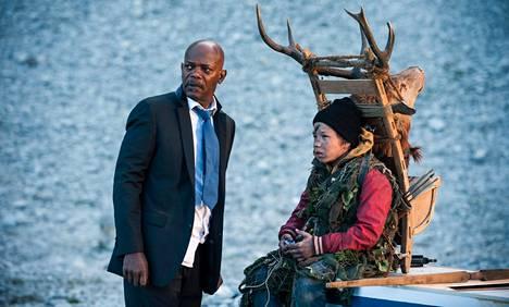 Hollywood-spektaakkelin mittoihin luotu toimintaelokuva sai 6 Jussi-ehdokkuutta. Samuel L. Jackson näyttelee suomalaismetsään päätyvää Yhdysvaltain presidenttiä ja Onni Tommila esittää häntä auttavaa suomalaispoikaa.