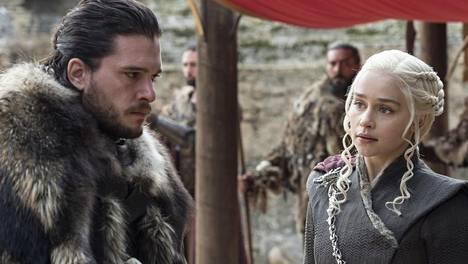Jon Snow (Kit Harington) ja Daenerys (Emilia Clarke) ovat seikkailleet vuonna 2011 alkaneen Game of Thrones -sarjan alusta asti.