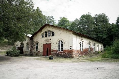 Mathildedalin kylä sijaitsee Perniössä, Teijon kansallispuiston kupeessa.