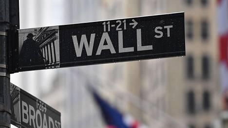 Pörssit ovat elpyneet Yhdysvalloissa, kun sijoittajat odottavat kongressin hyväksyvän ison tukipaketin.