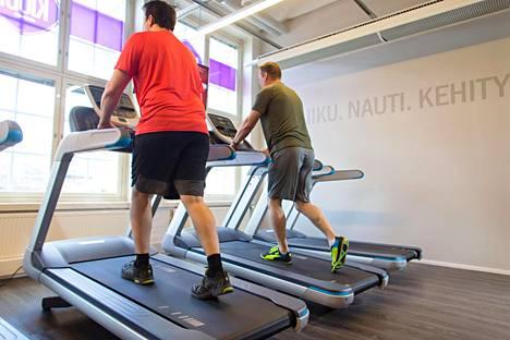 Liikunnalla on fyysisiä ja psyykkisiä vaikutuksia. Immuunipuolustus sekä hengitys- ja verenkiertoelimistö vahvistuvat. Liikunta myös lievittää vastustuskykyä nakertavaa henkistä stressiä.