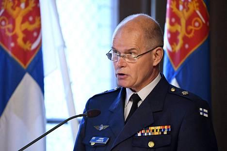 Puolustusvoimain komentajan Jarmo Lindbergin mukaan hävittäjiä tarvitaan 64 kappaletta.