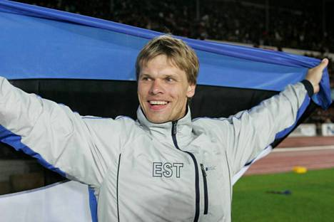 Andrus Värnik tuuletti maailmanmestarina Helsingin olympiastadionilla vuonna 2005.