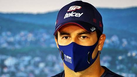 Sergio Perez Unkarissa lehdistötilaisuudessa.