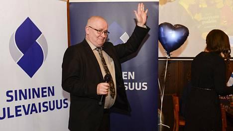 Jari Lindström Sinisten eduskuntavaalivalvojaisissa huhtikuussa 2019.