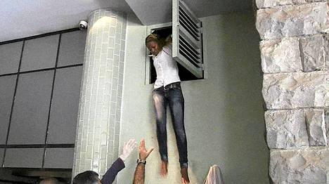 Kenialainen nainen pelastautui ilmastointiaukon kautta ostoskeskuksesta.