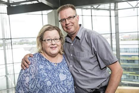 Markku ja hänen Anne-puolisonsa ovat eristäytyneet vapaaehtoisesti kotiinsa.
