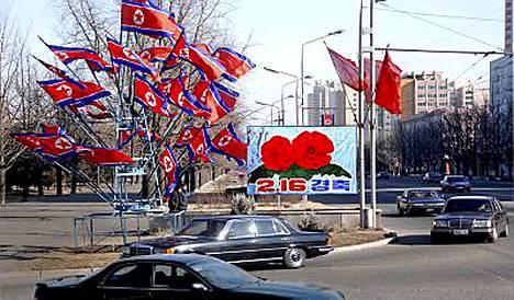 Pjongjangissa liputettiin Kim Jong Ilin syntymäpäivien kunniaksi.