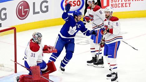 Kapteeni John Tavares (kesk.) teki maalin ja syötti kaksi, kun Toronto kaatoi Montrealin 5–4.