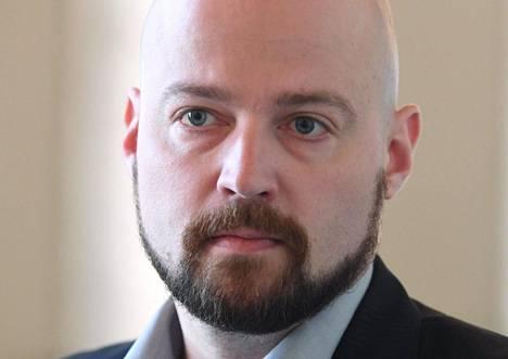"""Mikko Kärnän mukaan edessä on vain """"parin viikon palautustauko"""". Kärnä kehotti Twitterissä perussuomalaisia häpeämään ja puhumaan totta."""