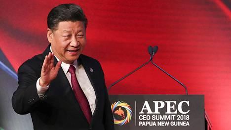 Presidentti Xi Jinping tervehtii yleisöä Port Moresbyssä 17. marraskuuta 2018.