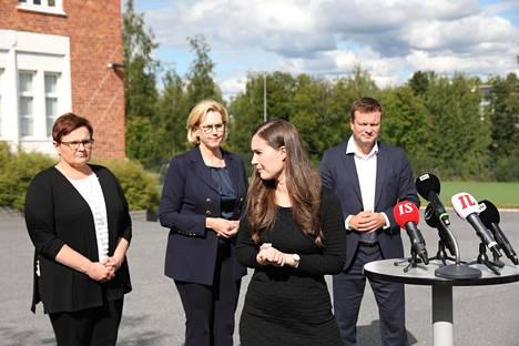 Metsäteollisuus on esimerkiksi lopettanut paperitehtaita kysynnän hiipumisen vuoksi. Kuva viime kesältä Jämsästä Kaipolasta.
