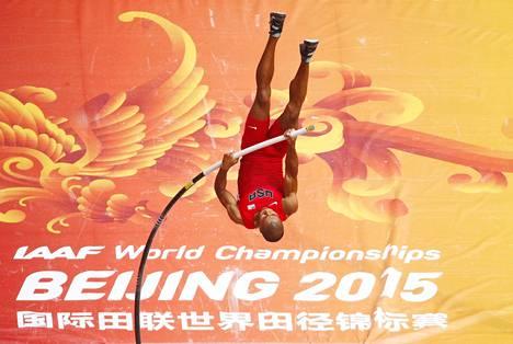 Eaton sivusi sunnuntaina Bostonissa seiväsennätystään 540, joka on 20 senttiä enemmän kuin hän taivutti Pekingin MM-kisoissa.