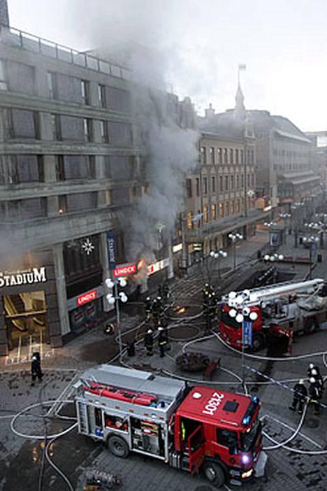 Ostoskeskuspalo aiheuttaa hämminkiä Tukholman lounaispuolella Södertäljessä.