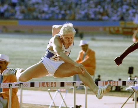Arto Bryggare juoksi edelleen voimassa olevan 110 metrin aitojen SE:n 13,35 Los Angelesin olympialaisissa 1984. Ennätys syntyi alkuerässä, finaalissa hän juoksi lopulta olympiapronssille.