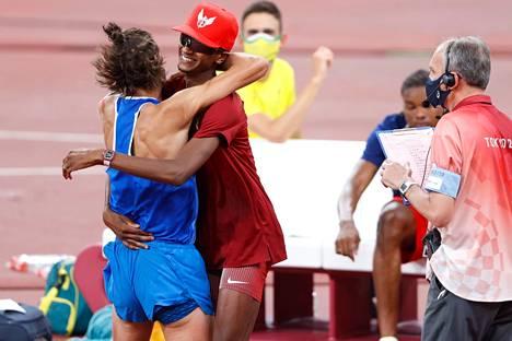 Kaksikko juhli olympiakultaa riemukkaasti.