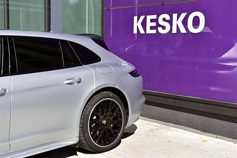 K Caara Oy kuuluu Kesko-konserniin, joka viime vuonna osti Laakkonen-konsernilta Volkswagen-, Audi- ja Seat-liiketoiminnot.