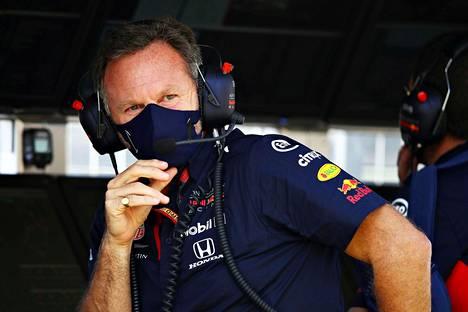 Christian Horner ei purematta niellyt Mercedeksen keskinkertaisia harjoituksia perjantaina.
