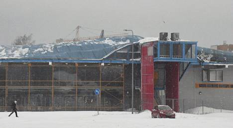 Esport Arenan kuplahallin katto sortui lumen painosta keskiviikkona Espoossa. Esportin huoltohenkilöstö tyhjensi hallin käyttäjistä ja koko Esport Arena suljettiin varotoimenpiteenä ensiselvitysten ajaksi.