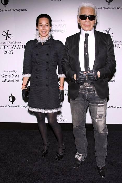 Lagerfeldille työskentelevä luova konsultti Amanda Harlech kuului suunnittelijan inspiraation lähteisiin. Kuva vuodelta 2007.