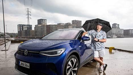 Sähköautoileva Marko Saarenketo laskee säästävänsä vuodessa jopa 7000 euroa vuodessa verrattuna polttomoottoriautoiluun.