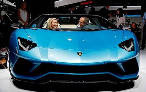 Lamborghini Aventador SV sai suut muikeiksi.