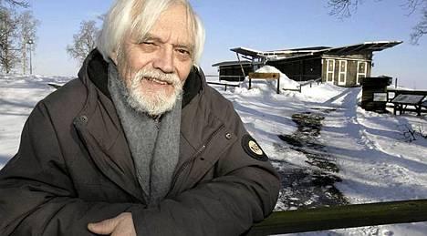 Ruotsalaisen veteraaninäyttelijän Per Oscarssonin ja hänen vaimonsa Kia Östlingin pelätään menehtyneen kotitalonsa palossa.