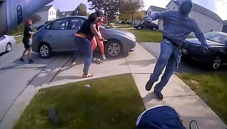 Tytön ampuminen osuu keskelle keskustelua poliisin voimankäyttötavoista Yhdysvalloissa.