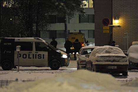 Poliisi meni epäillyn asuntoon Myllyojan kaupunginosassa.