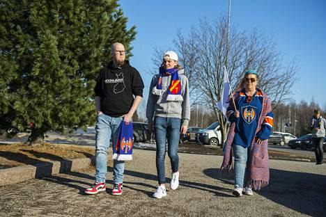 Antti Kankaan (vas.) kaverina Oulussa finaalisarjan avauspelissä olivat Joona Parkkali ja Heli Haapanen.