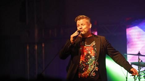 Jari Sillanpää astui yleisön eteen Vammalassa perjantai-iltana.
