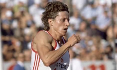 Tshekkoslovakian Jarmila Kratochvilova juoksi MM-kisoissa 1983 400 metrin ME:n 47,99, josta jäätiin kauas esimerkiksi tämän kesän MM-kisoissa Pekingissä.