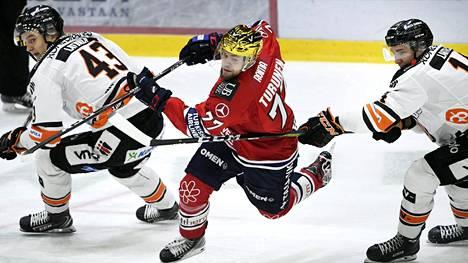 HIFK:n kultakypärä Teemu Turunen pelasi viime kaudella HPK:ssa.