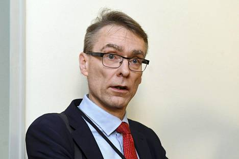 Oikeuskansleri Tuomas Pöysti kiirehti tiistaina hallitusta purkamaan Uudenmaan eristyksen.