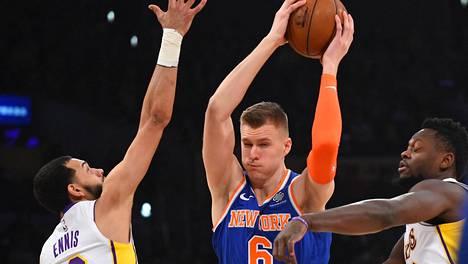 NBA:n latvialaistähti Porzingis siirtyy New Yorkista Dallasiin