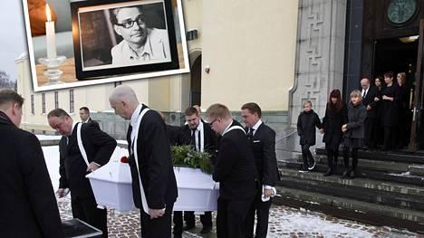 Antti Majanlahden kuvan vieressä palaa kynttilä Uuden päivän studiolla.