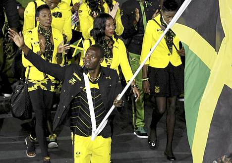 Jamaikan lippua kantanut Usain Bolt sai yleisöstä mekkalan irti.