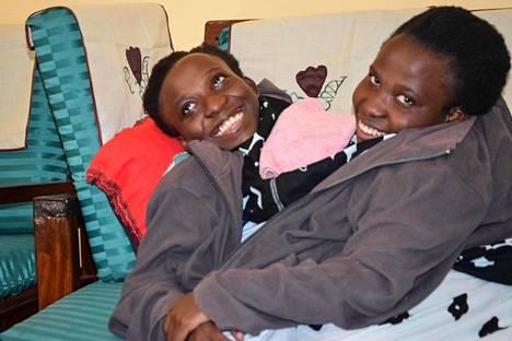 Maria (vas.) ja Consolata Mwakikuti syyskuussa 2017.