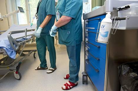 Tehohoito-osastolla potilaspaikkoja on lisätty ja hoitohenkilökuntaa on koulutettu koronaviruspotilaiden tehohoitoon.